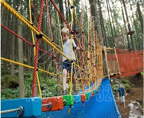 丛林穿越定制,户外成人高空丛林拓展训练,野外丛林探险游乐设备